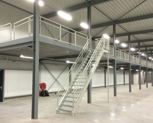 Stalen magazijntrap en balustrade laten maken nieuwbouw magazijn