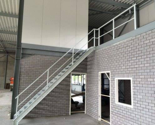 Trap bedrijfspand nieuwbouw Limburg