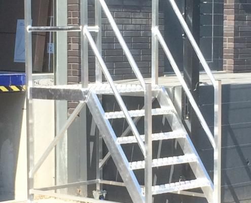 Aluminium trap verzinkt laten maken