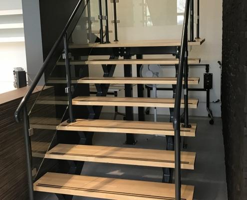 Stalen trap kantoorpand laten maken