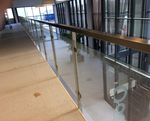 RVS Balustrade met glas bedrijfspand laten maken
