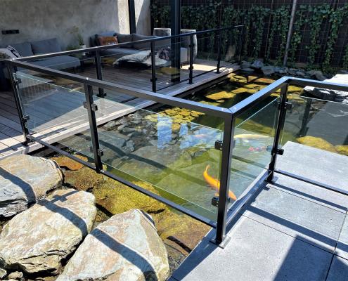 stalen balustrade met glas tuin
