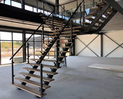 stalen trap nieuwbouw bedrijfspand